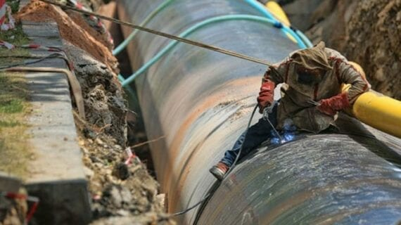 A web of pipelines binds the Canada, U.S. economies together